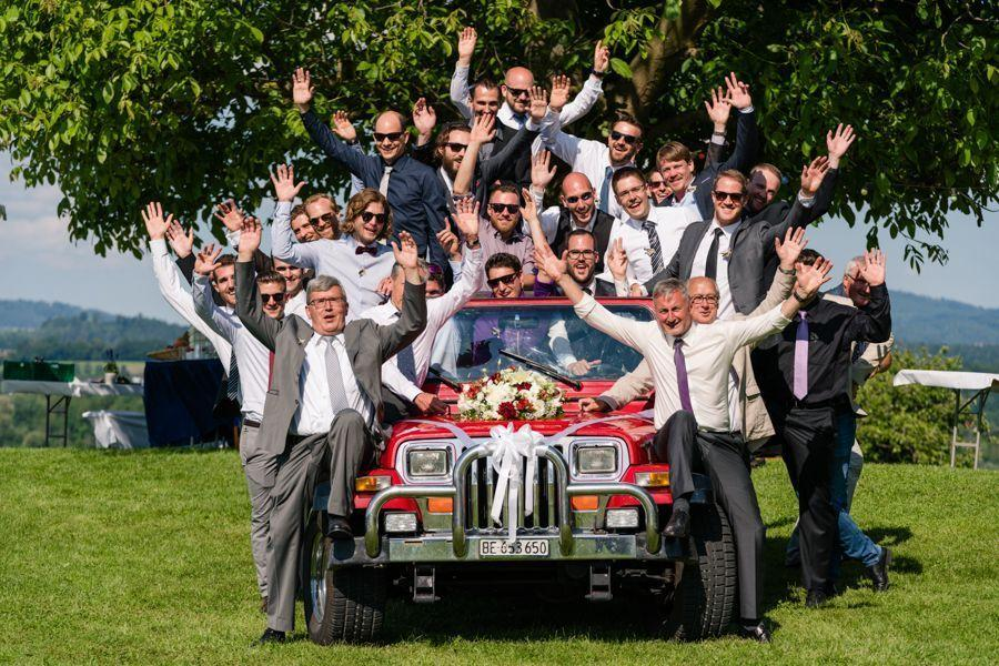 16-heiraten-am-greifensee-gaeste-jeep
