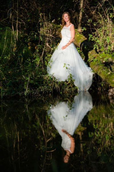 Trash the Dress Shooting Braut am Ufer